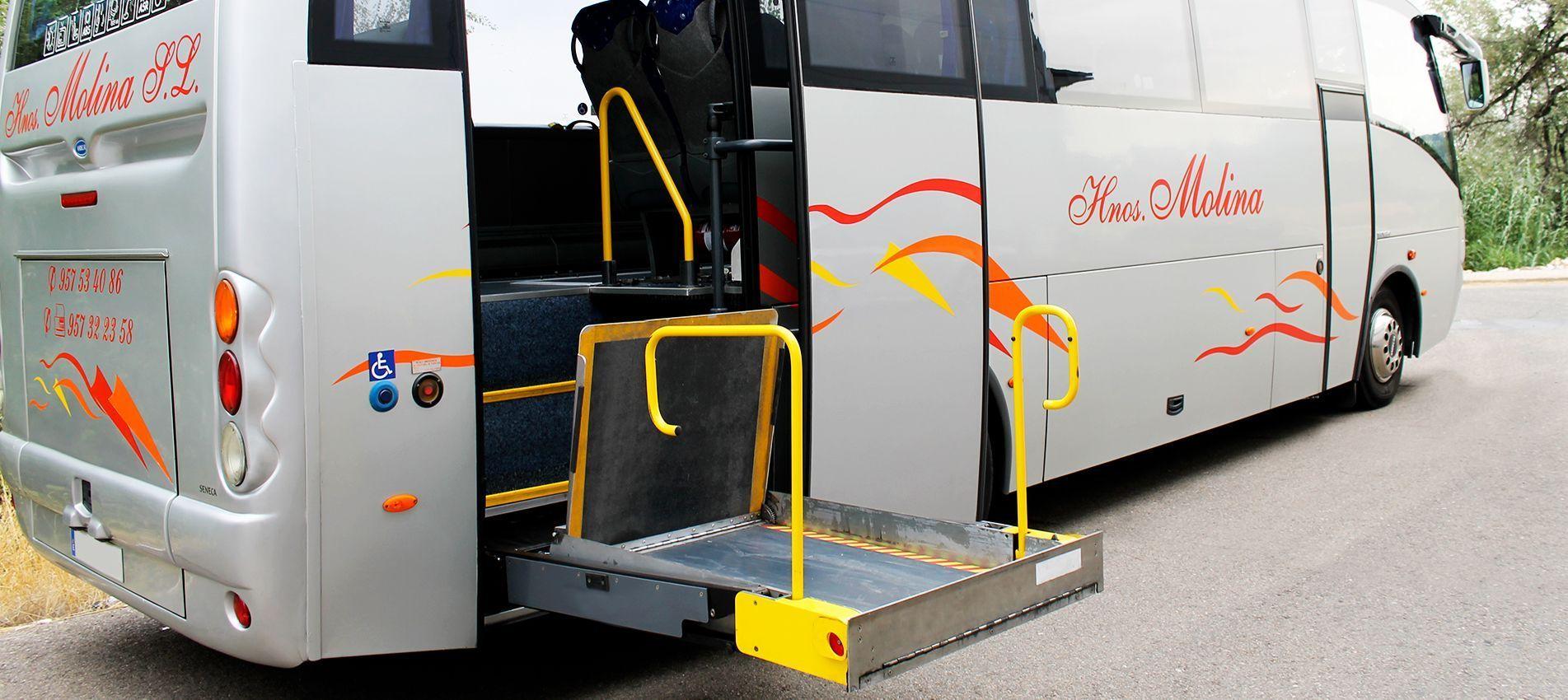 Autobuses adaptados a personas con movilidad reducida transporte-discapacitados-1